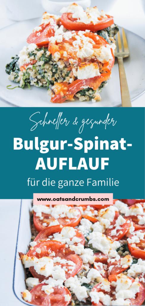 Gesunder Bulgur-Spinatauflauf mit Kichererbsen, Tomaten und Feta auf einem graublauen Teller mit einer goldenen Gabel daneben. Aufnahme im 45-Grad-Winkel.