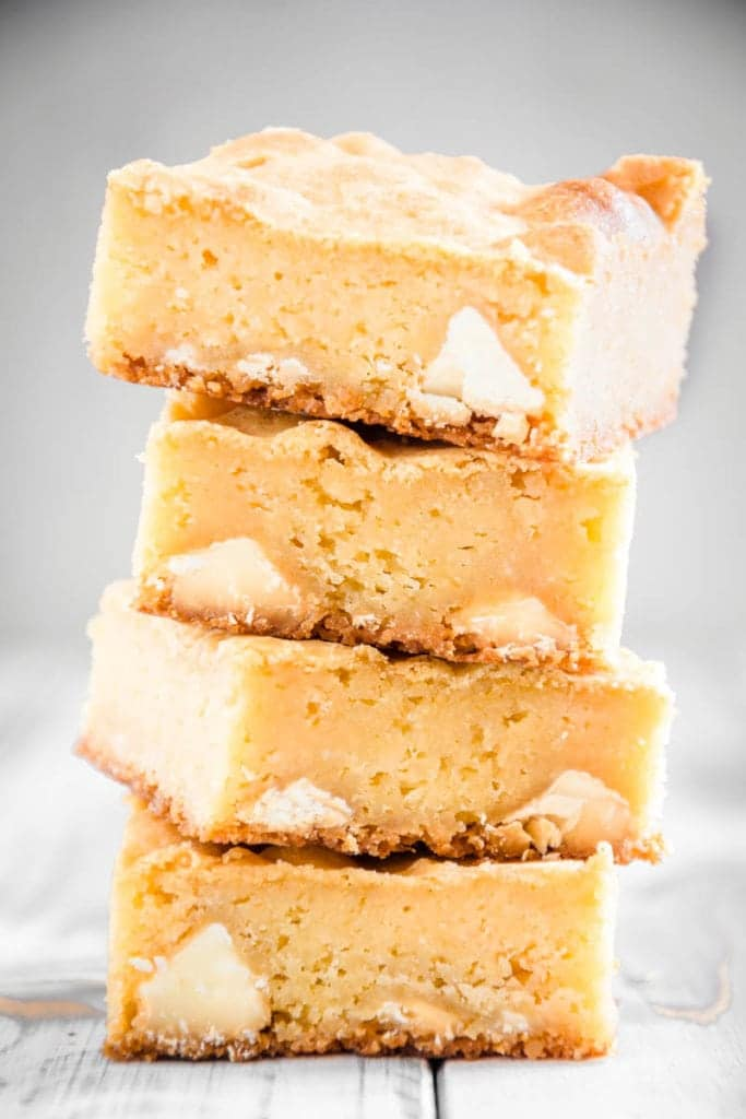 Blondies mit Zitronencreme